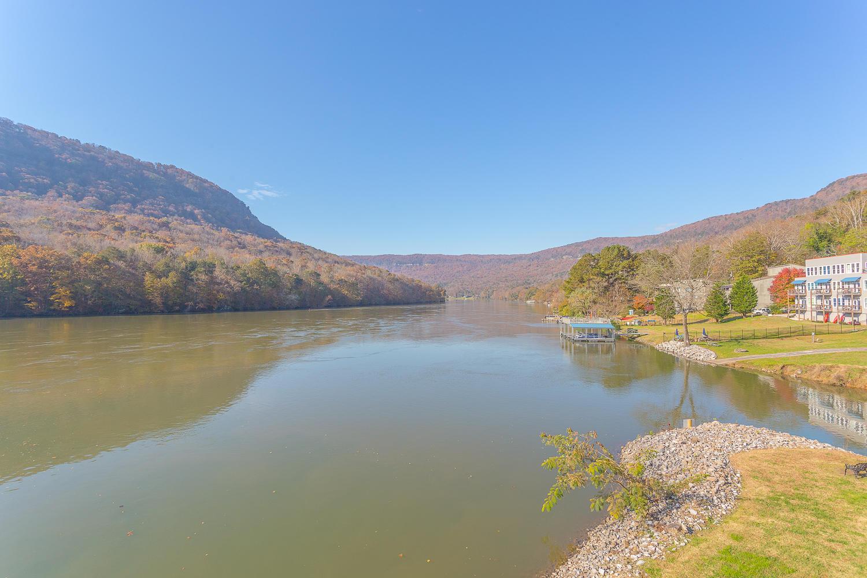 21926 River Canyon Rd, Chattanooga, TN 37405
