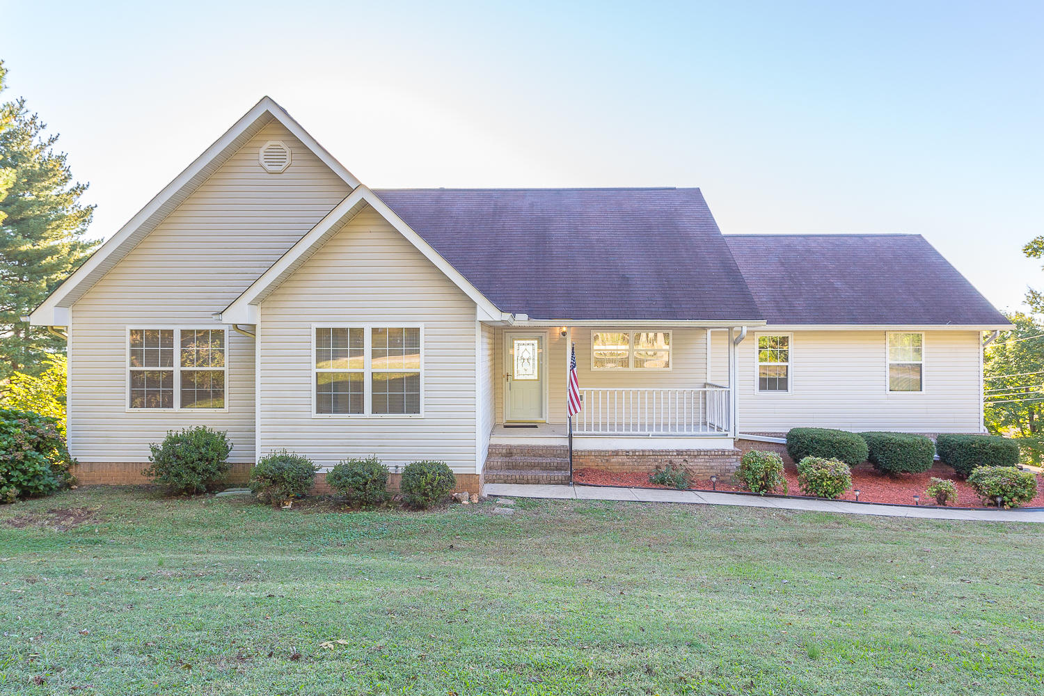 1501 Ridge Point Rd, Hixson, TN 37343