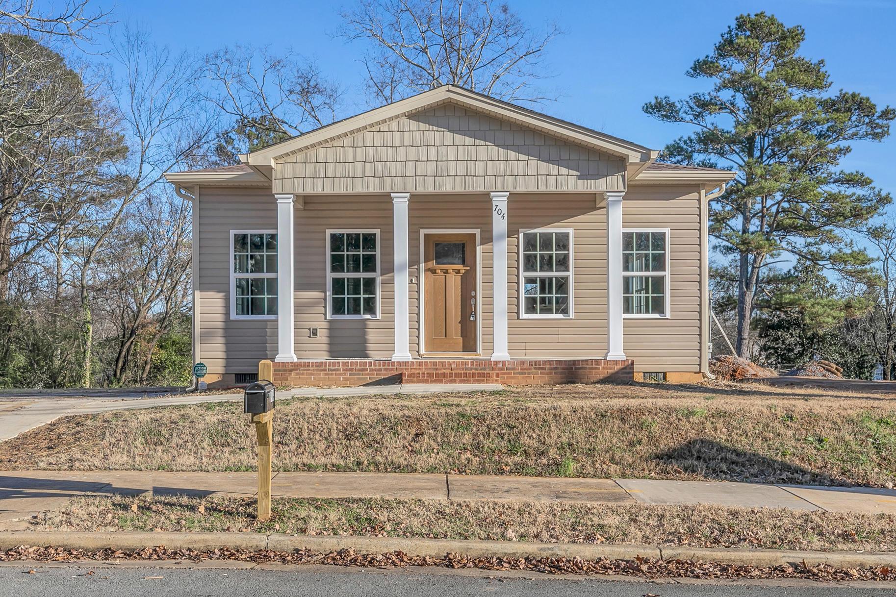 704 Woodmore Ln, Chattanooga, TN 37411