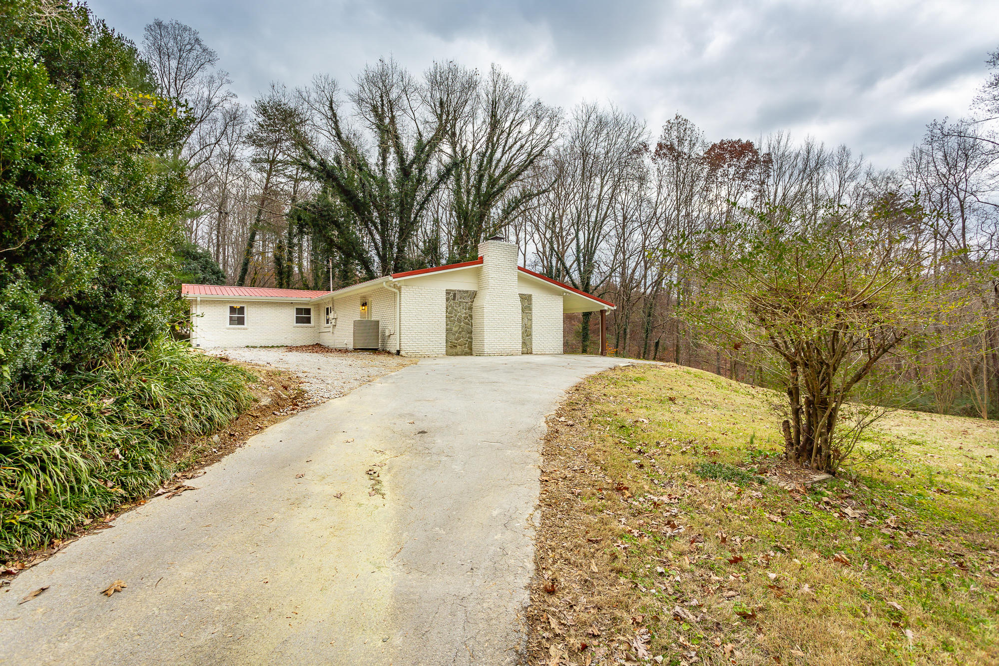 10636 High Point Rd, Apison, TN 37302