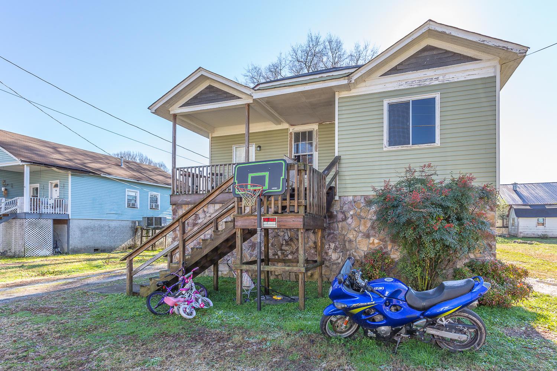 204 W 9th St, Chickamauga, GA 30707