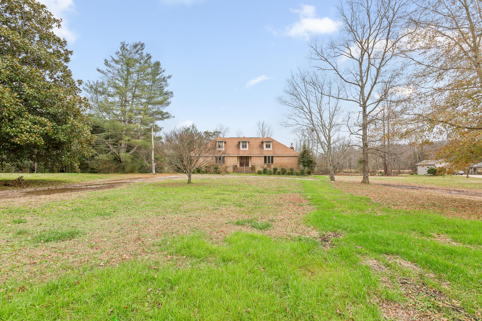 613 Roberts Mill Rd, Hixson, TN 37343