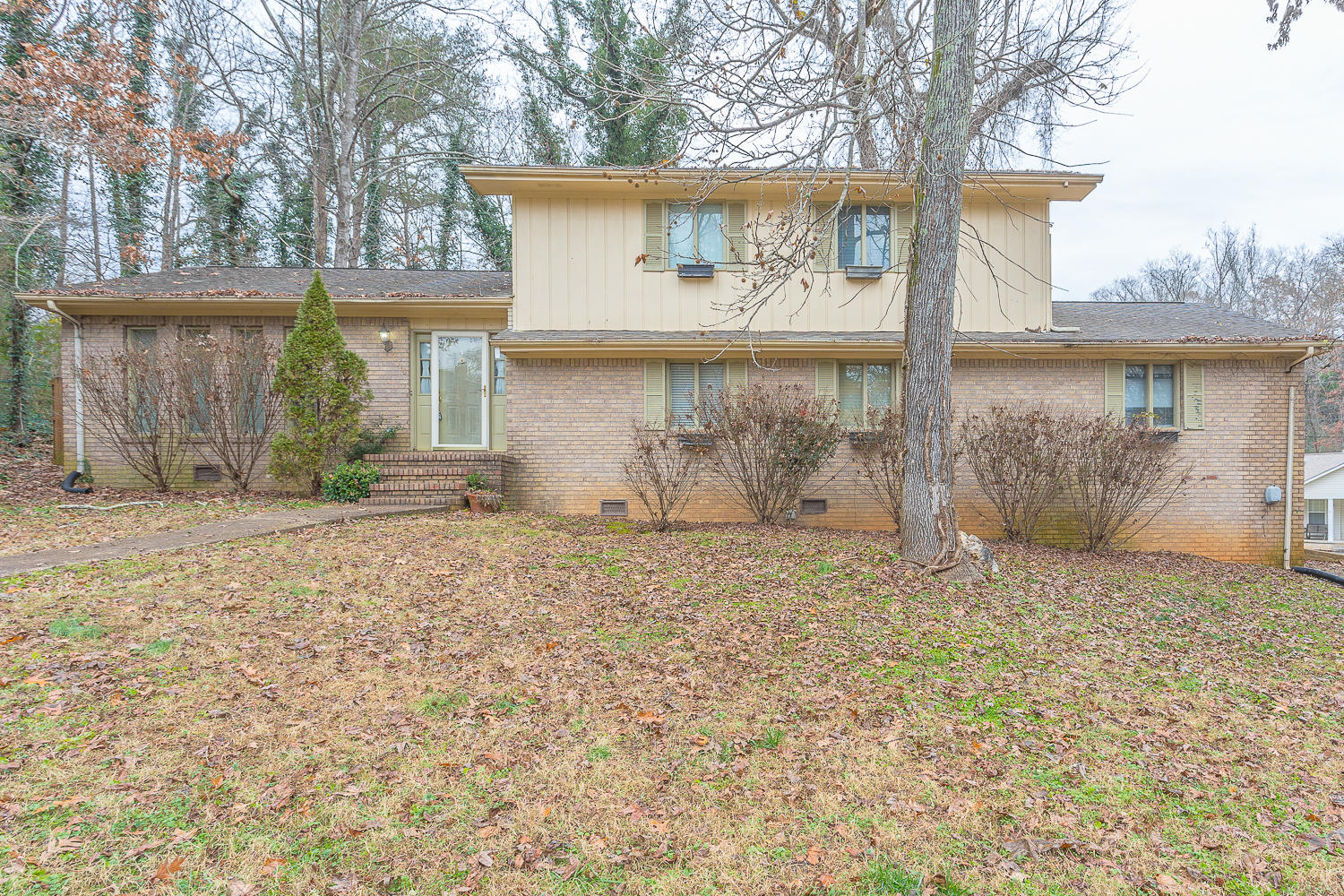 6310 Ridge Lake Rd, Hixson, TN 37343