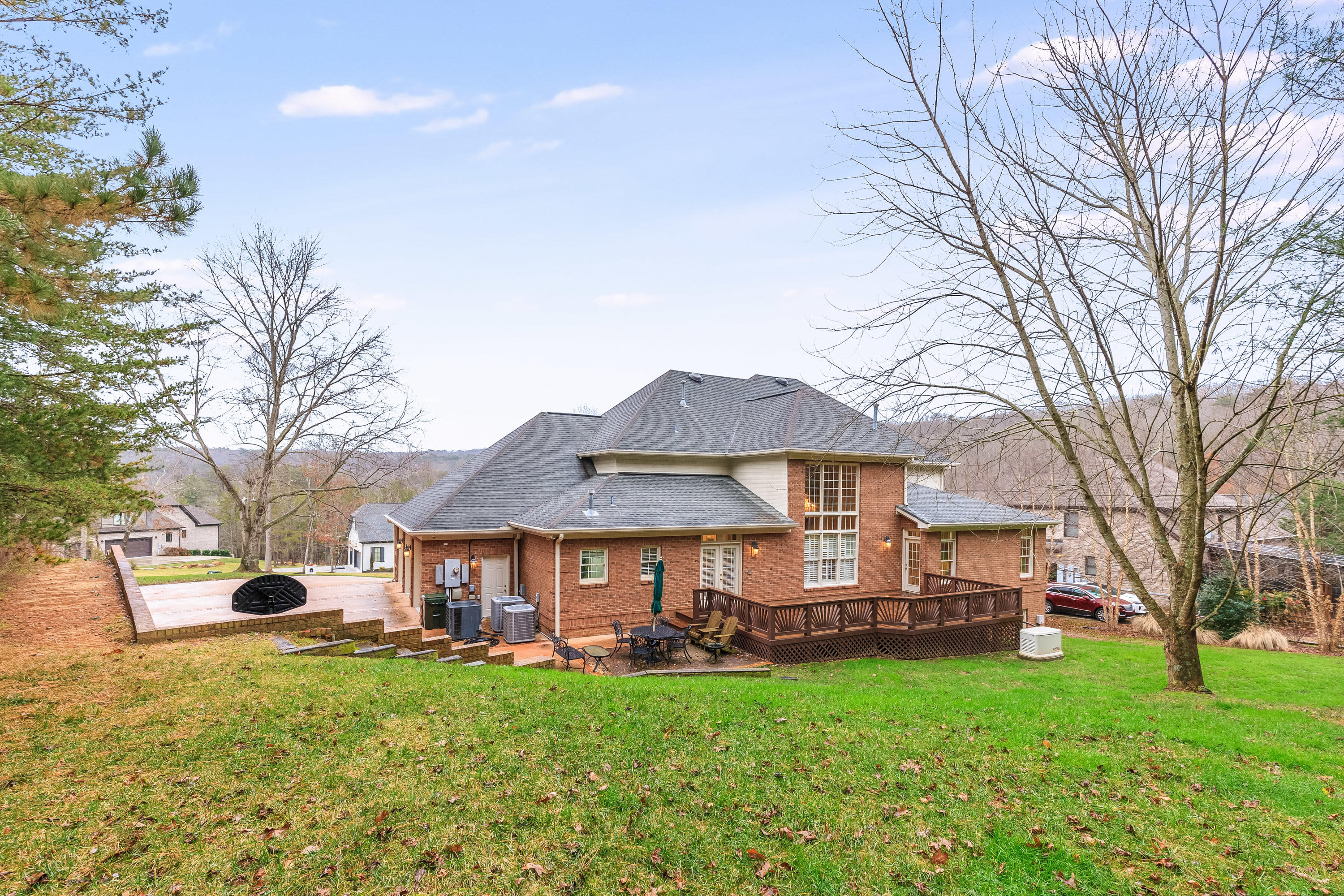 18 Ridgerock Dr, Signal Mountain, TN 37377