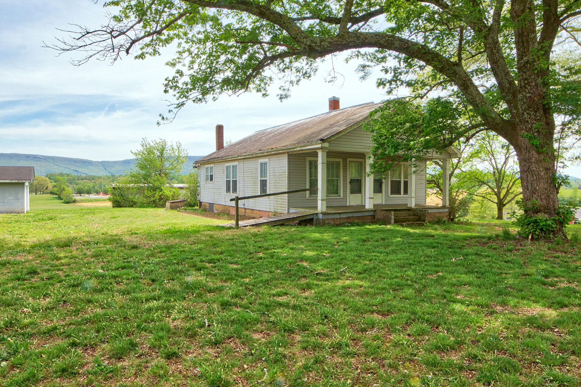 2078 Old Dunlap Rd, Whitwell, TN 37397