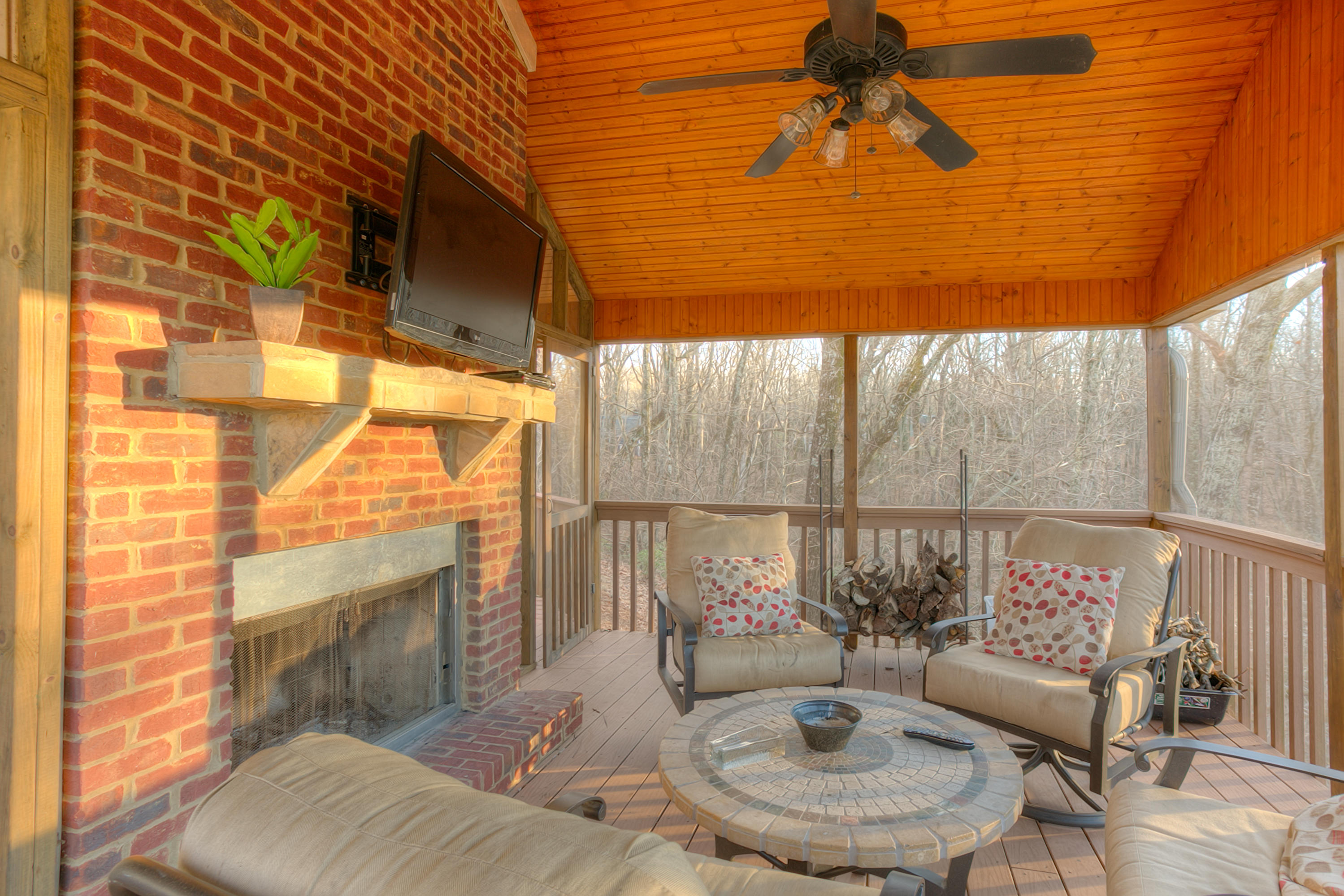 15 Pebble Ln, Signal Mountain, TN 37377