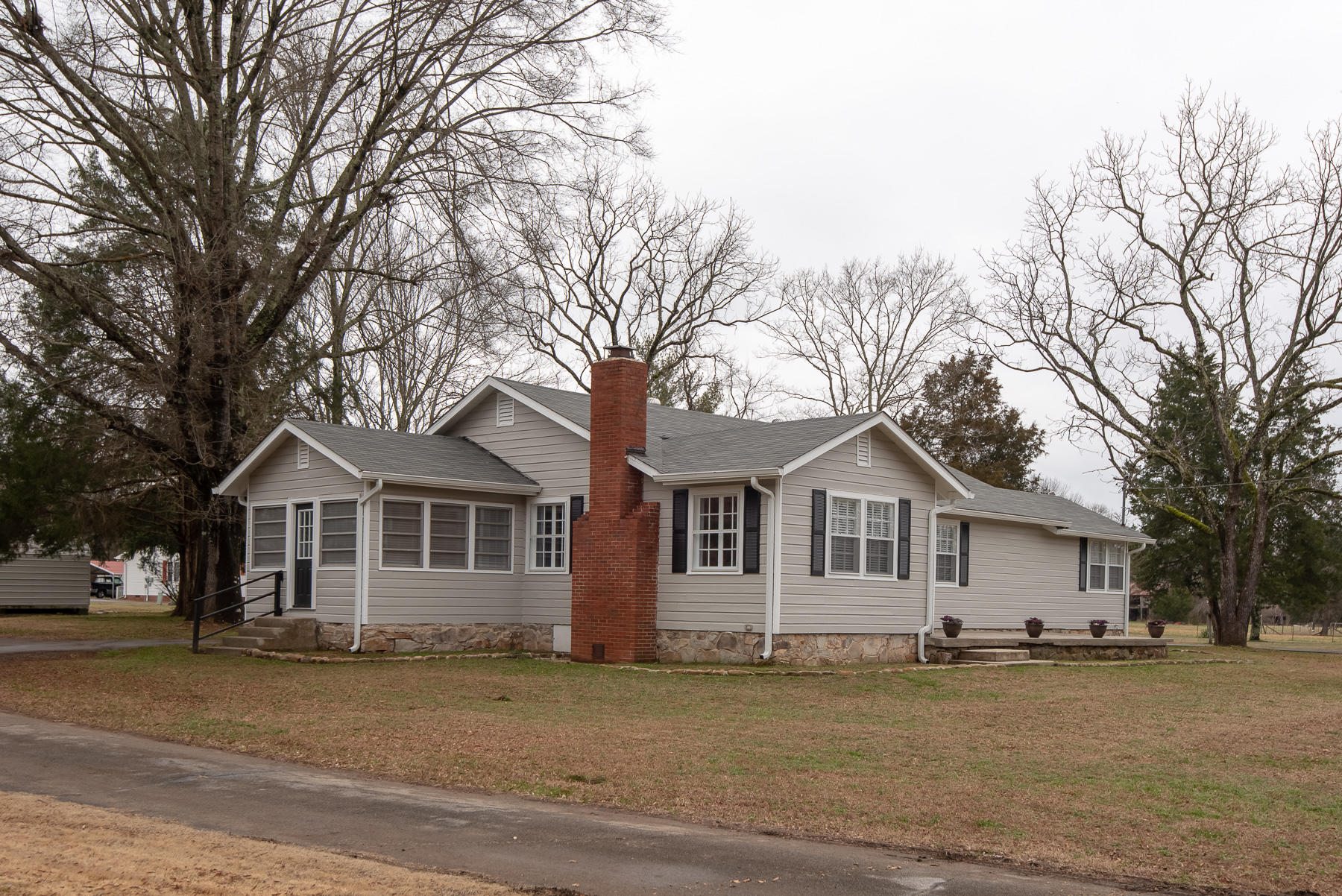 15213 Roark Rd, Sale Creek, TN 37373