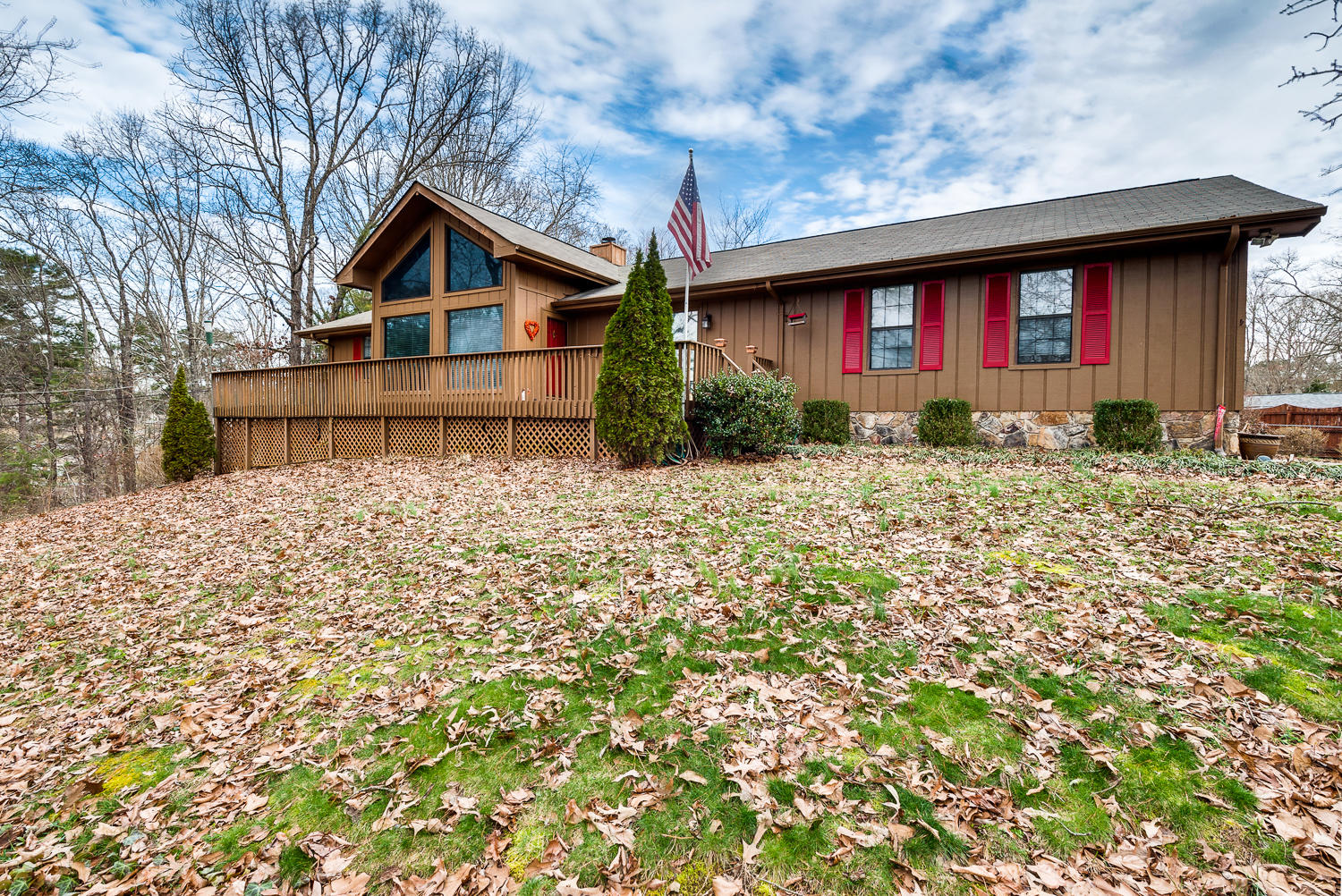 2507 Hunt Heights Dr, Soddy Daisy, TN 37379