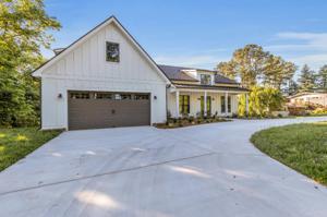 6290 Fairview Rd, Hixson, TN 37343