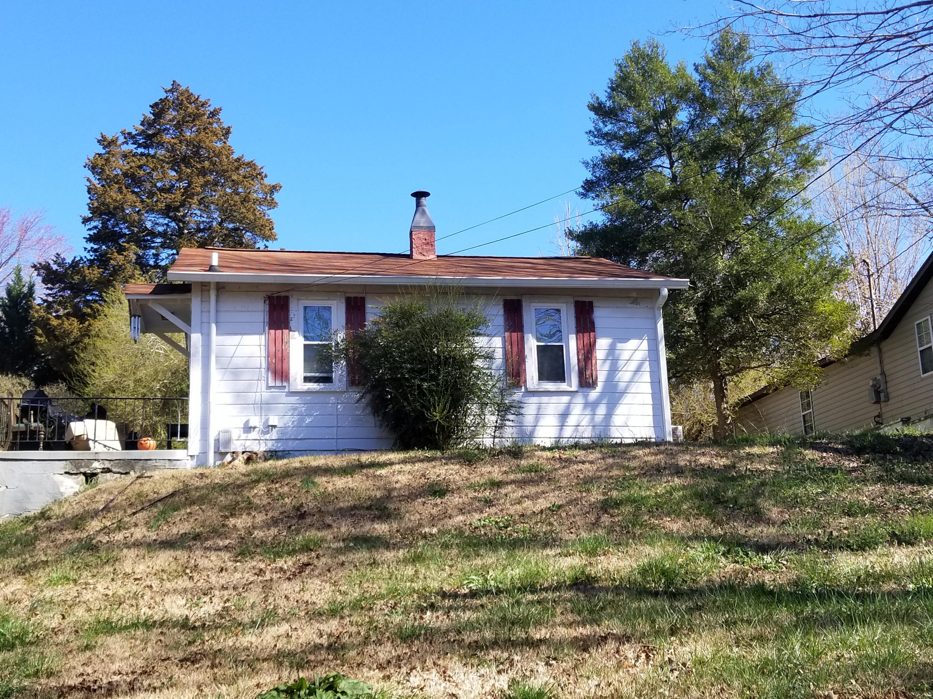 10073 Central Dr, Ooltewah, TN 37363