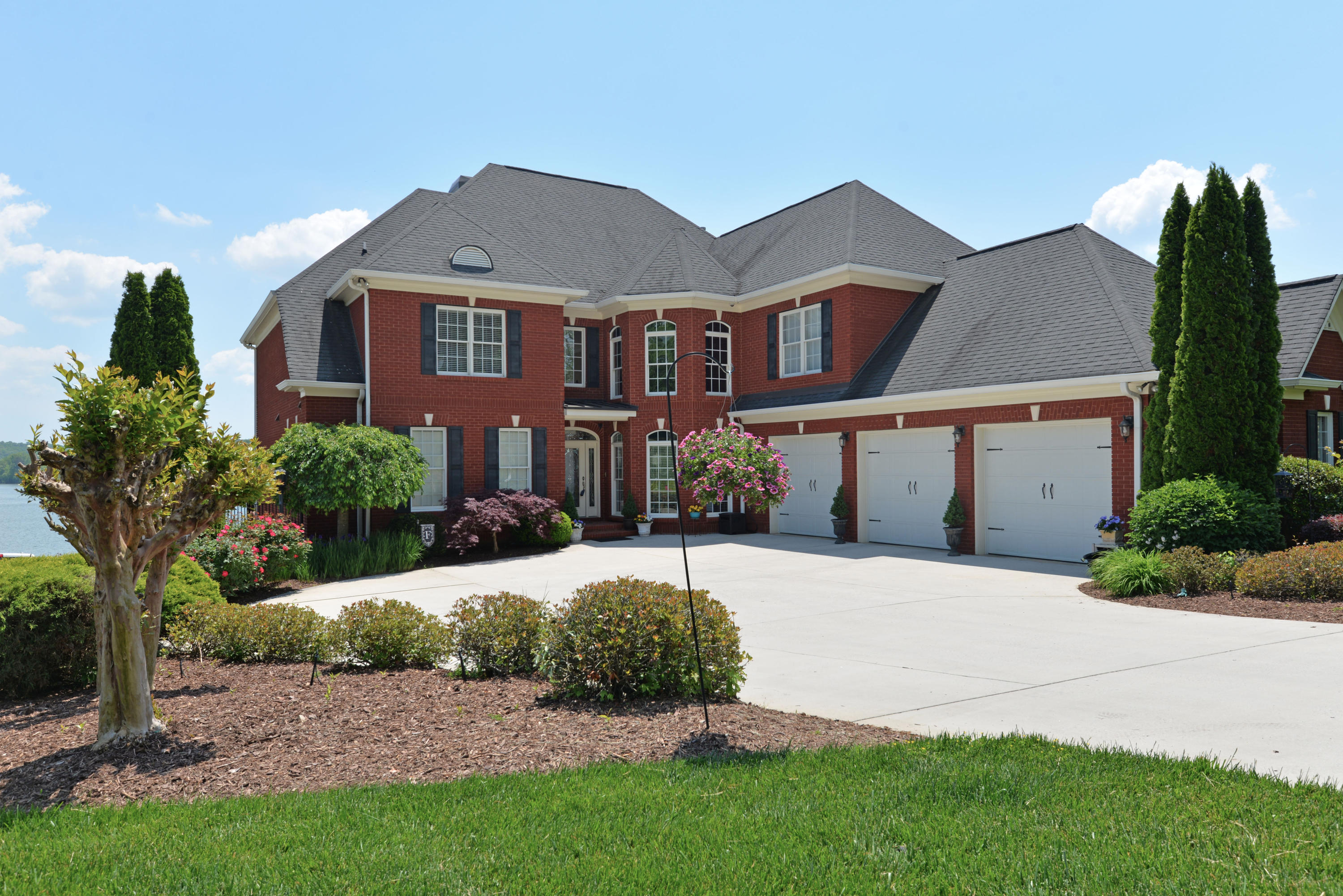 2623 Heron Cove Ln, Soddy Daisy, TN 37379