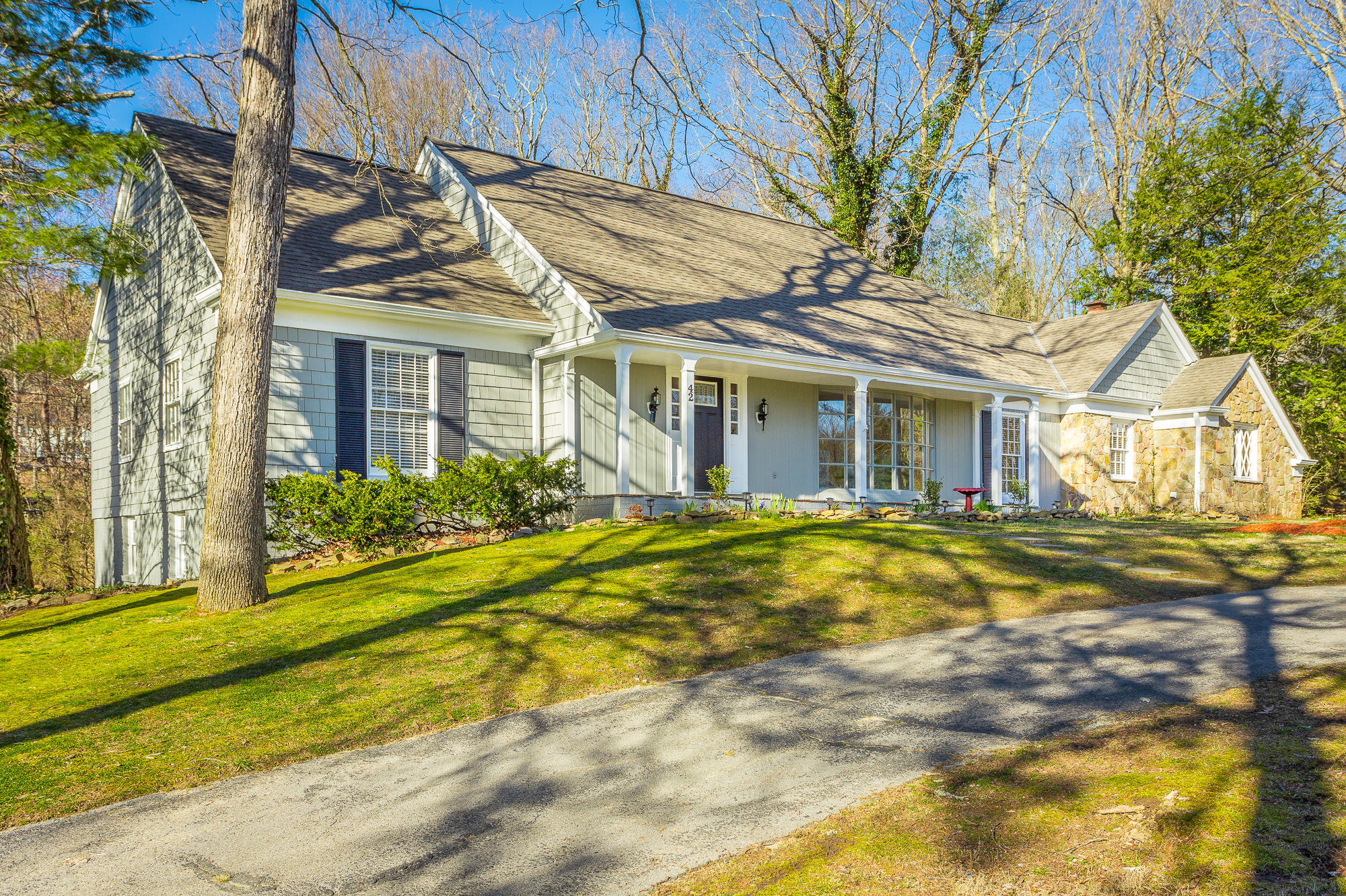 42 Carriage Hill Dr, Signal Mountain, TN 37377