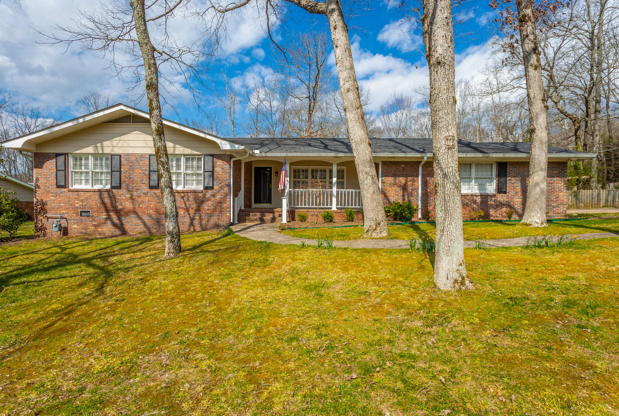 213 Inverness Dr, Signal Mountain, TN 37377