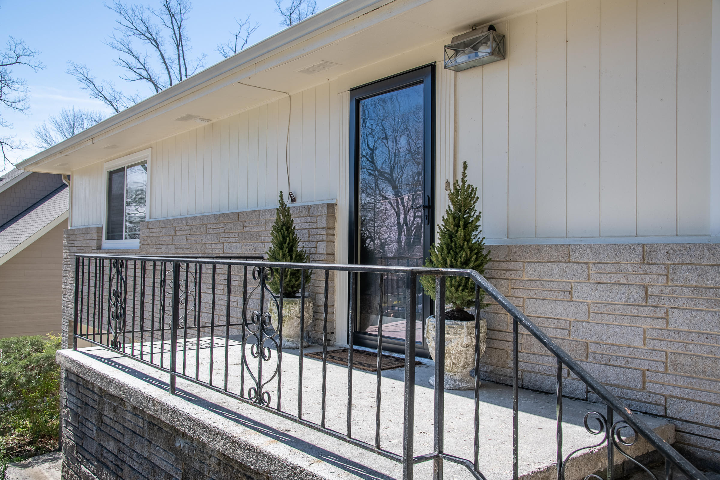 108 S Forrest Ave, Lookout Mountain, TN 37350