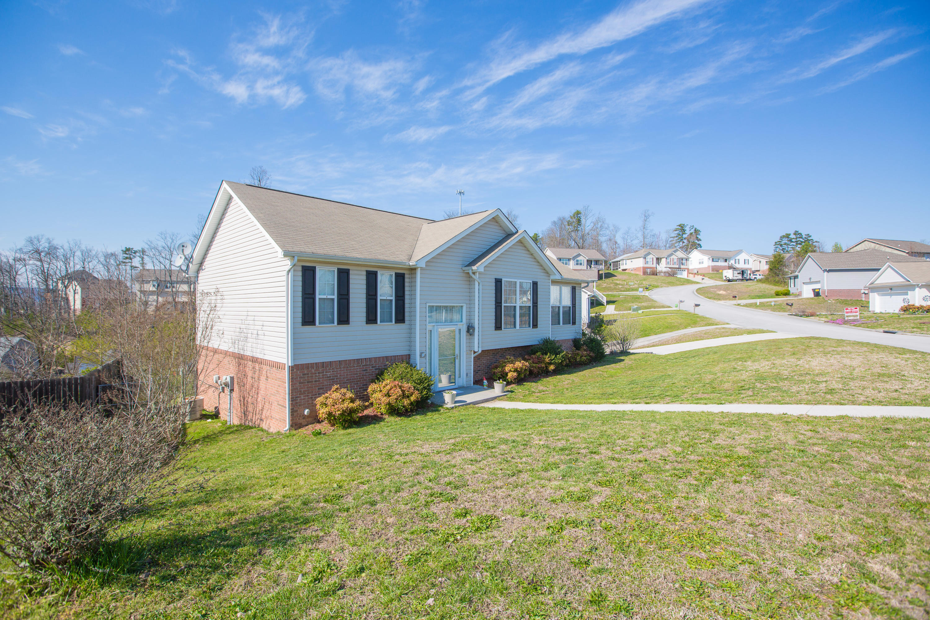 1853 Coffee Tree Ln, Soddy Daisy, TN 37379