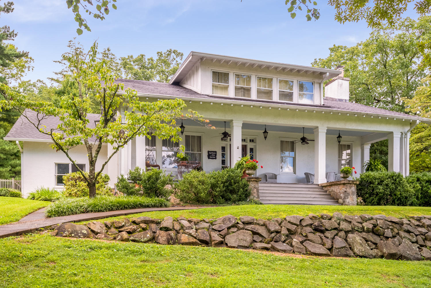 605 Mississippi Ave, Signal Mountain, TN 37377