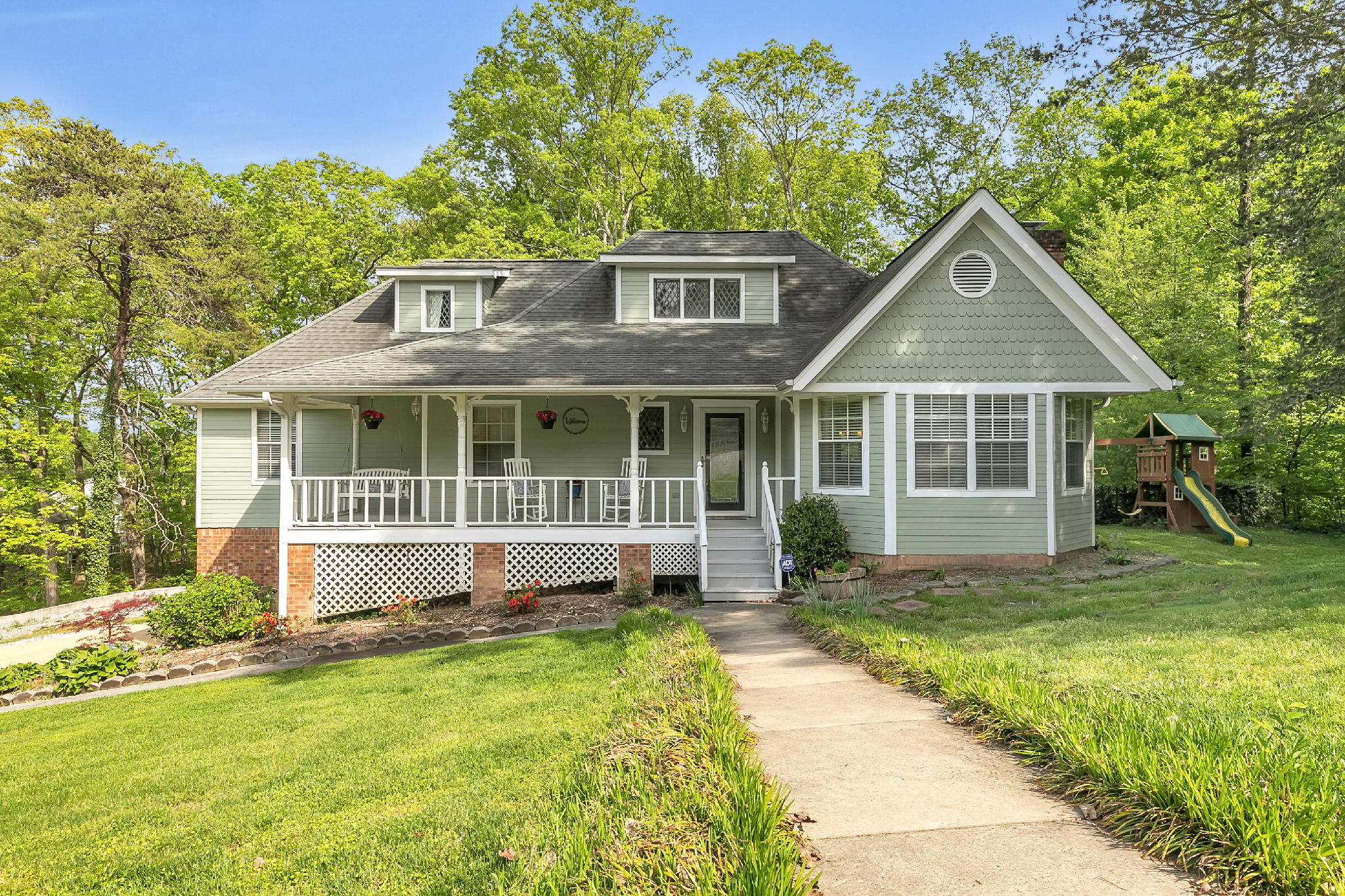 404 English Oaks Dr, Hixson, TN 37343