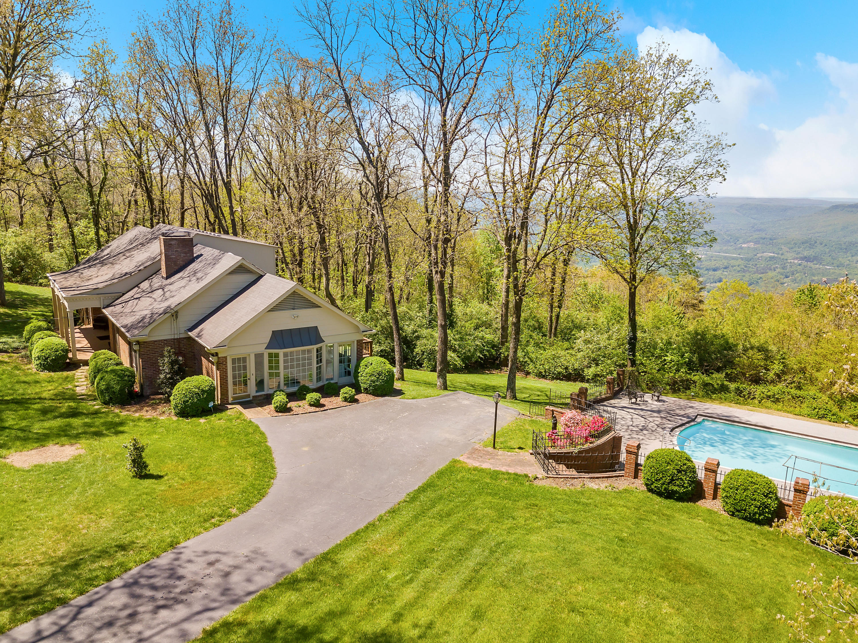 1040 Fort Stephenson Rd, Lookout Mountain, GA 30750