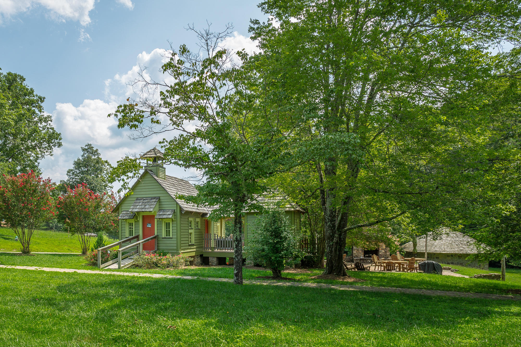 128 Maple Hill Ln, Chickamauga, GA 30707