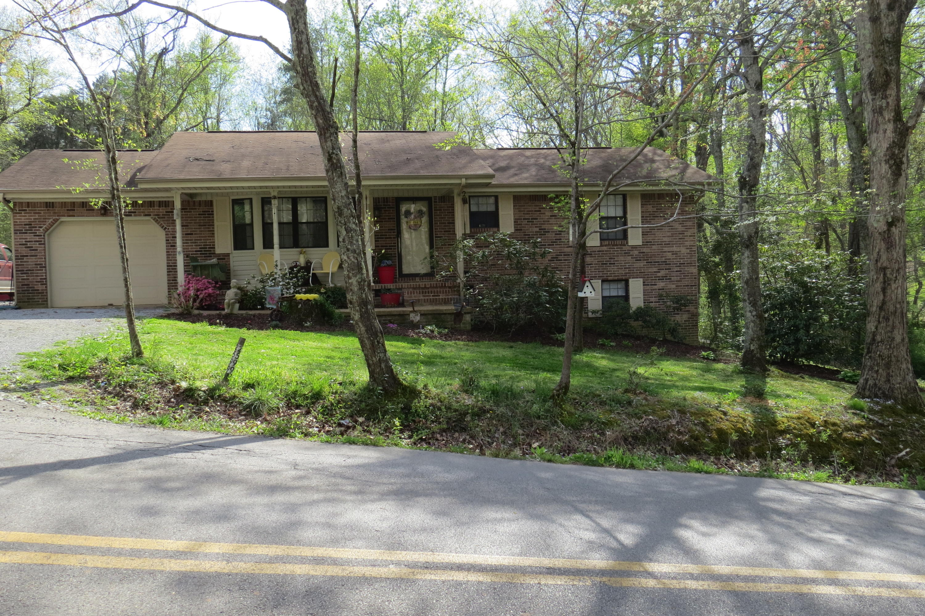 2599 Mount Olive Rd, Lookout Mountain, GA 30750