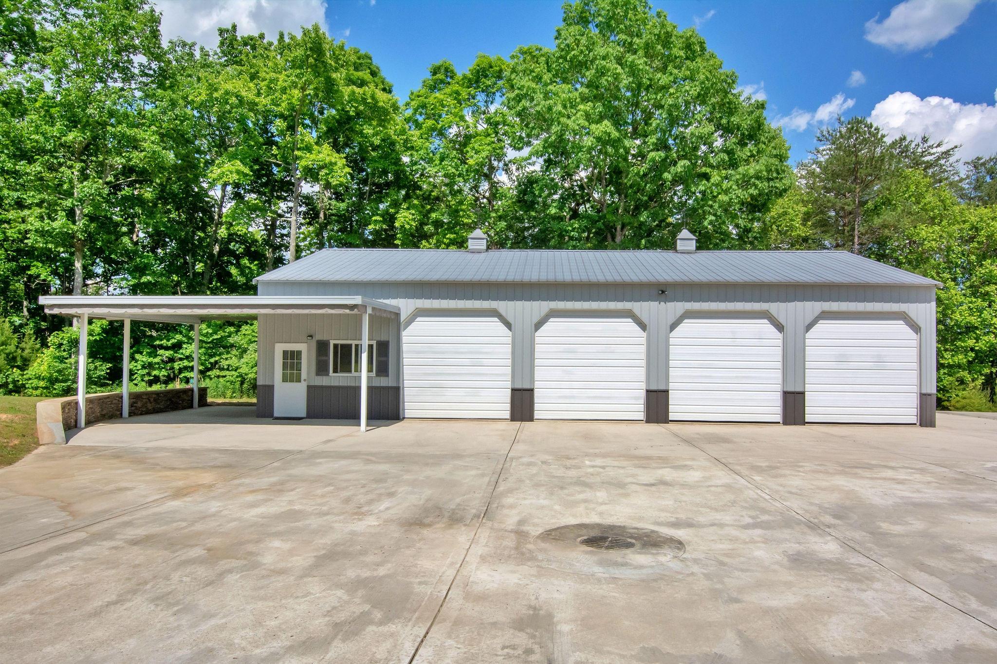 330 Brier Lake Rd, Graysville, TN 37338