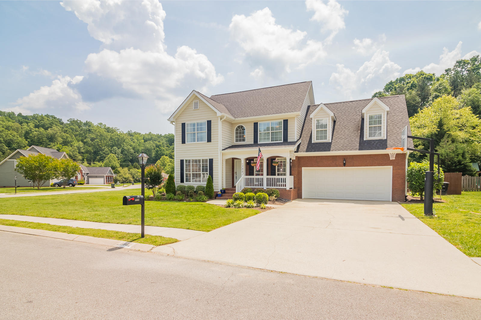 5882 Crooked Creek Dr, Ooltewah, TN 37363