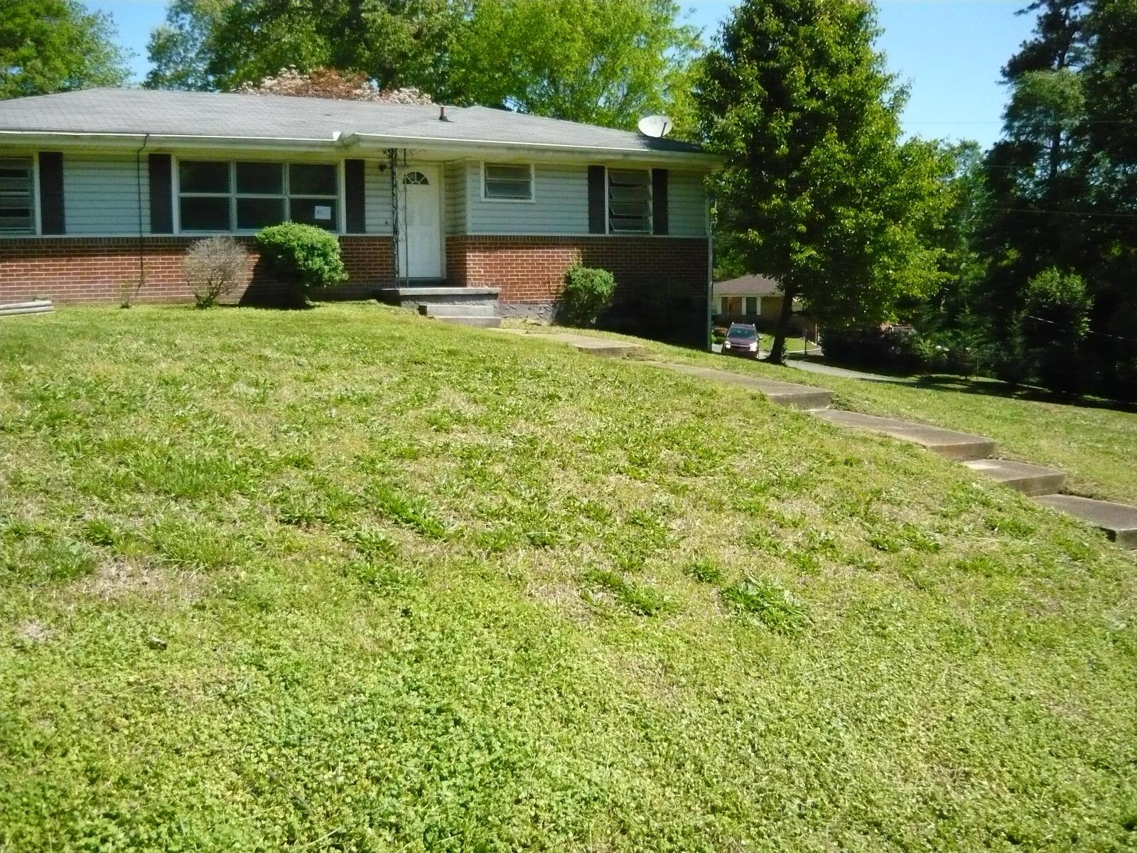 171 Hilltop Dr, Rossville, GA 30741