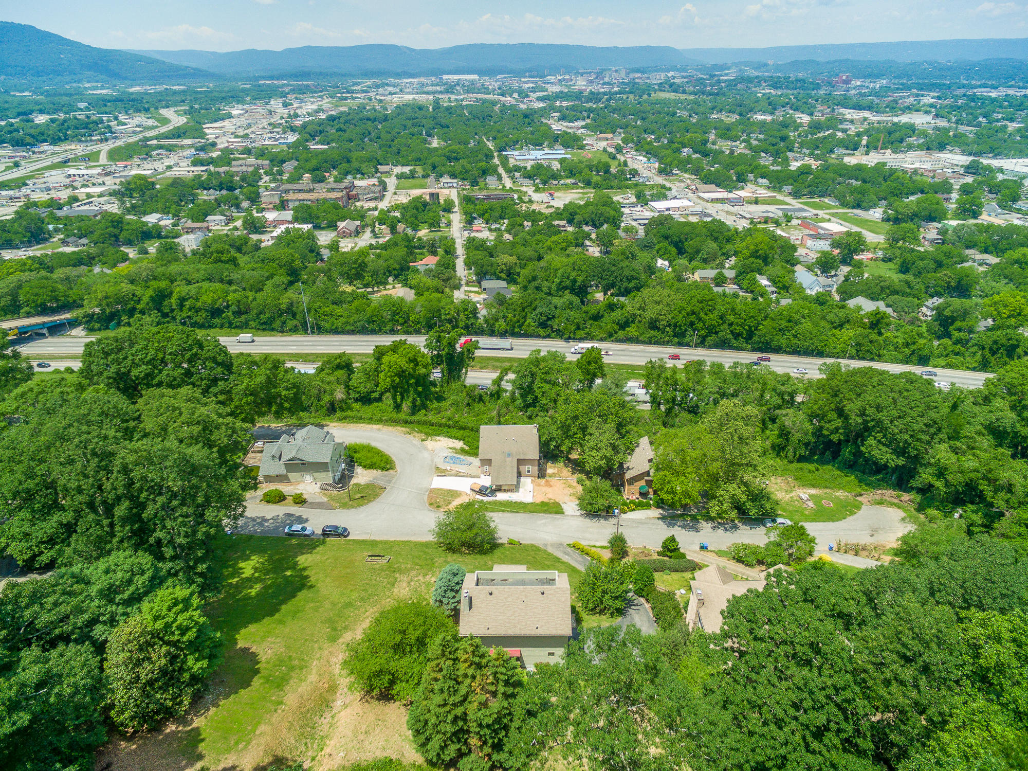 1718 S Crest Manor Ln, Chattanooga, TN 37404