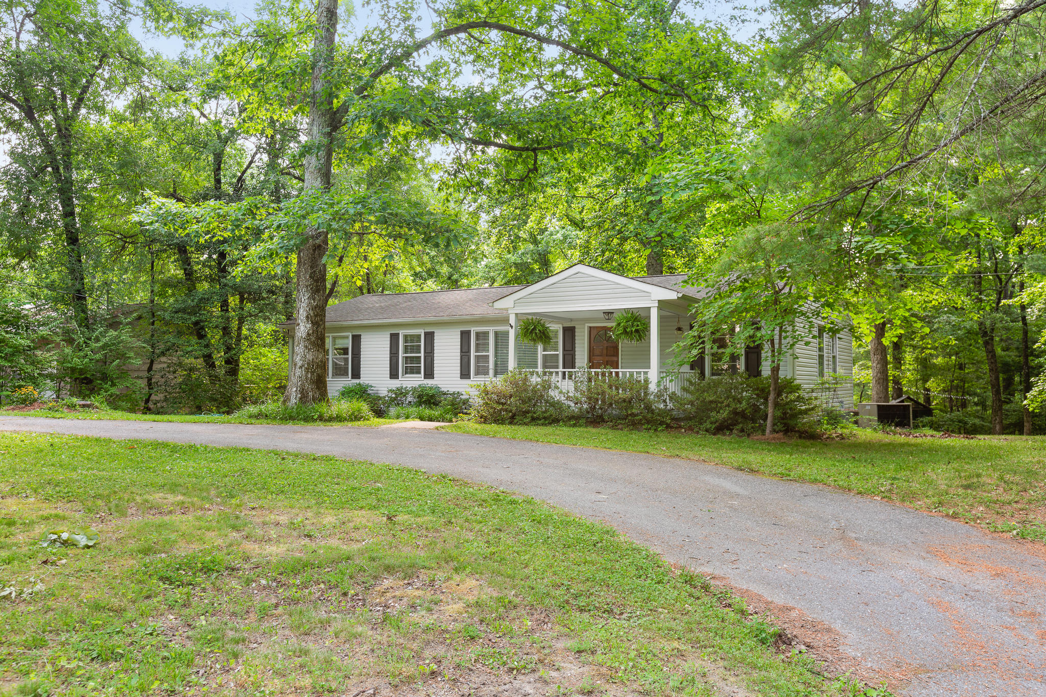 1216 James Blvd, Signal Mountain, TN 37377