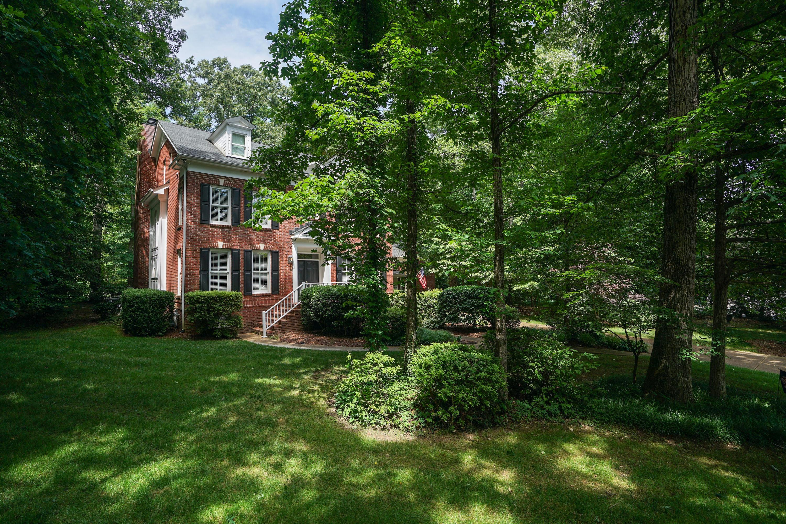 513 Rock House Ct, Signal Mountain, TN 37377