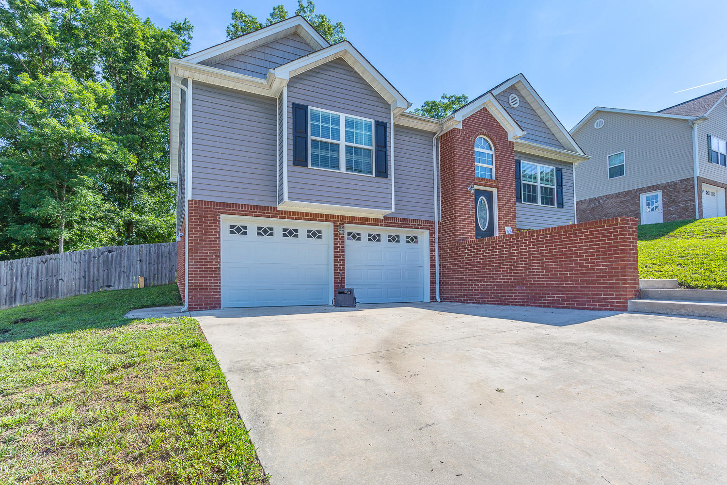 1007 Falcon Run Dr, Soddy Daisy, TN 37379