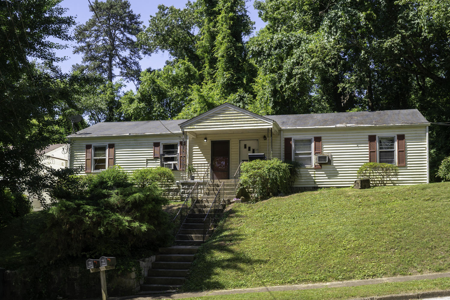 1300&1304 Dugdale St, Chattanooga, TN 37405