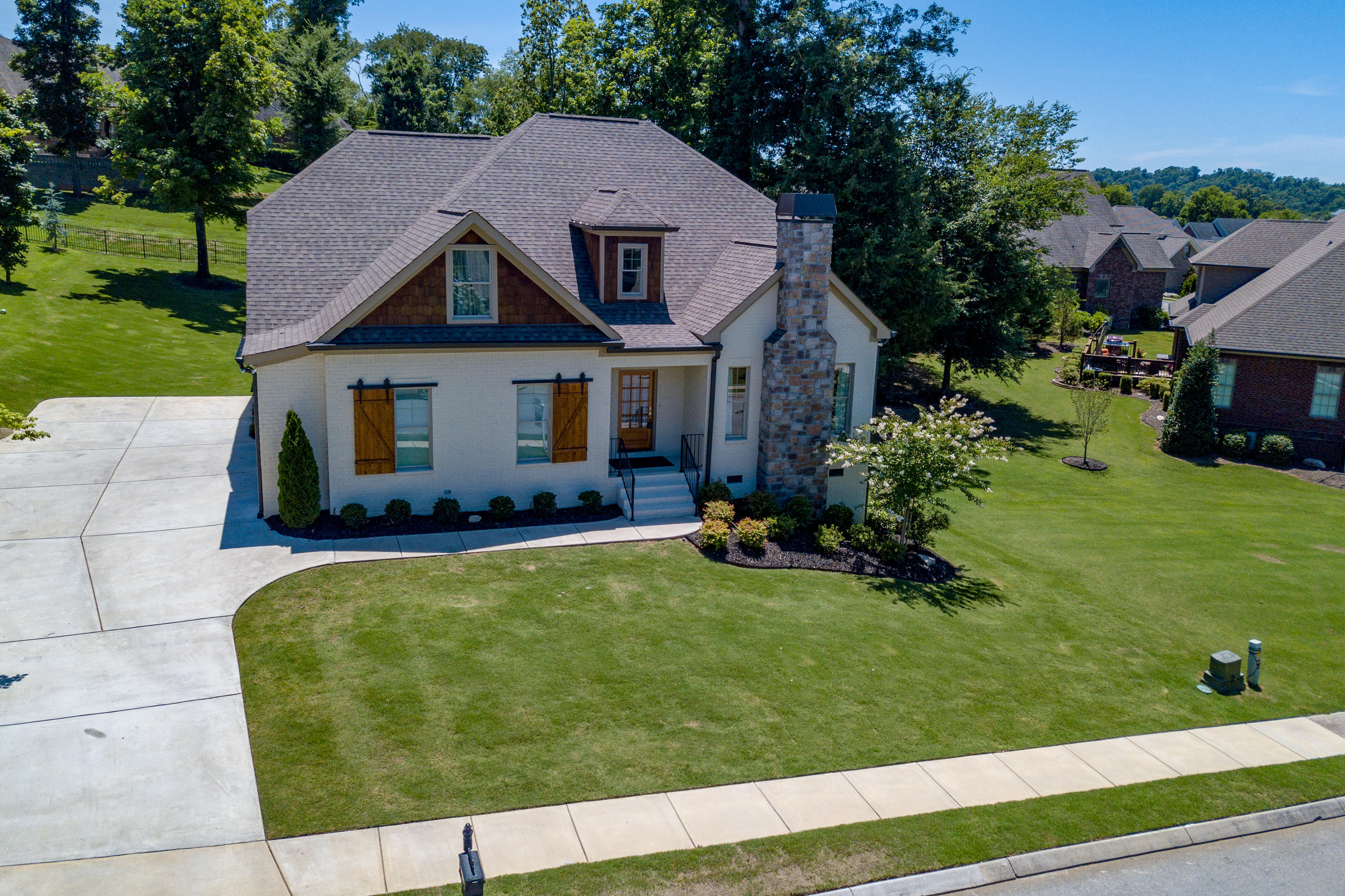 8010 Hampton Cove Dr, Ooltewah, TN 37363