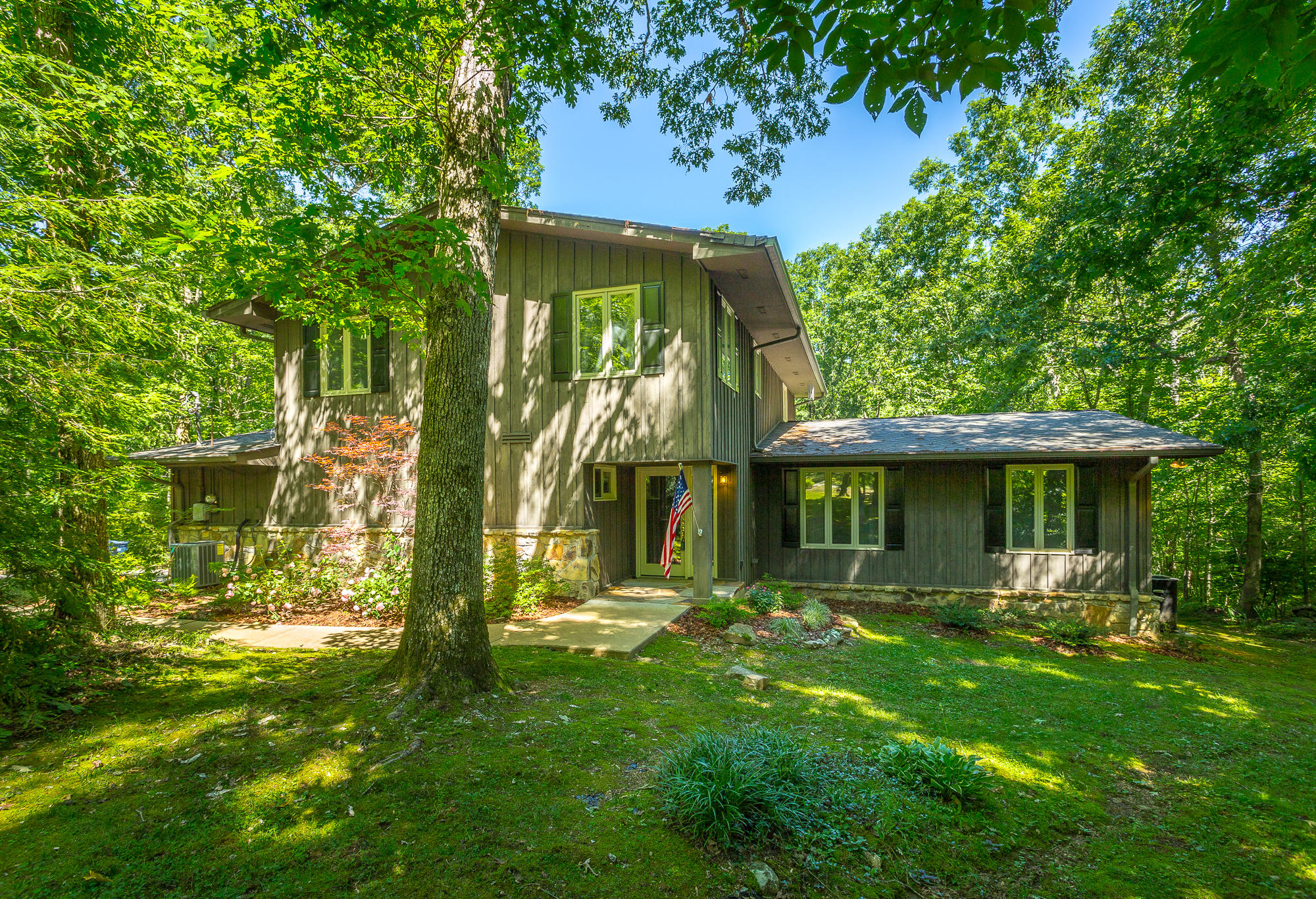 6251 Forest Tr, Signal Mountain, TN 37377