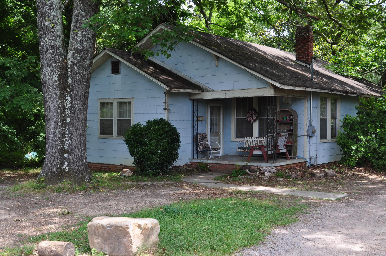 108 Walthall Ave, Chickamauga, GA 30707