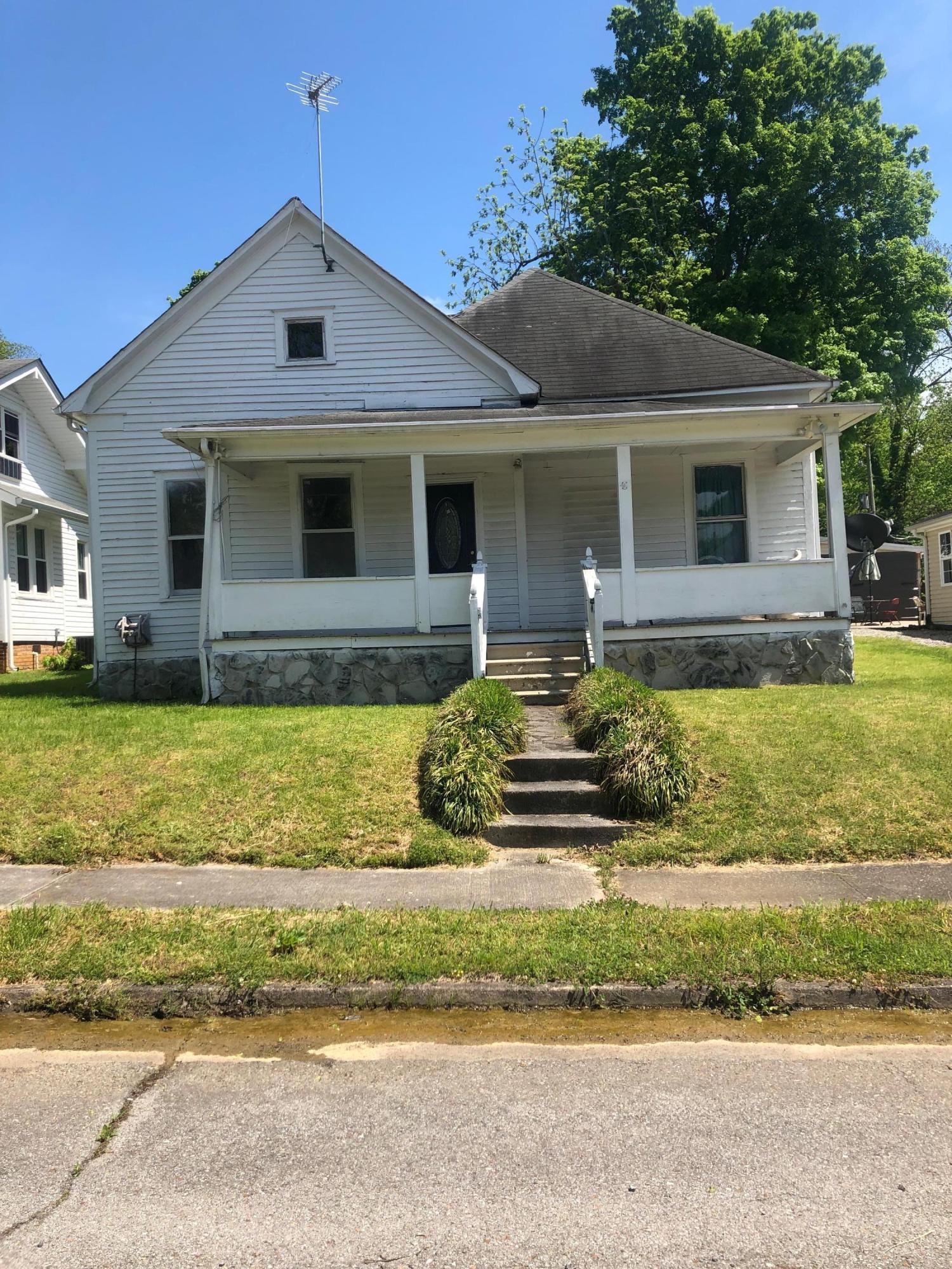 407 Pennsylvania Ave, Etowah, TN 37331