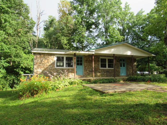 41 Wooten Rd, Lookout Mountain, GA 30750