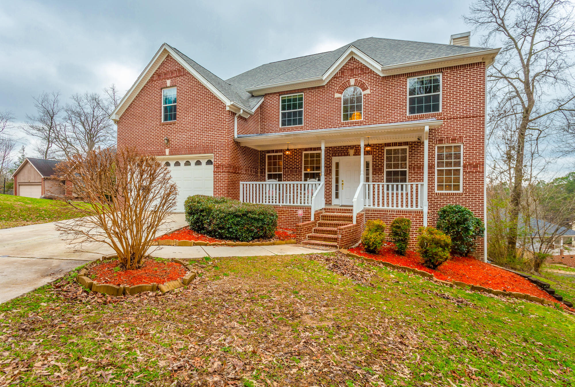 9714 Imperial Dr, Ooltewah, TN 37363