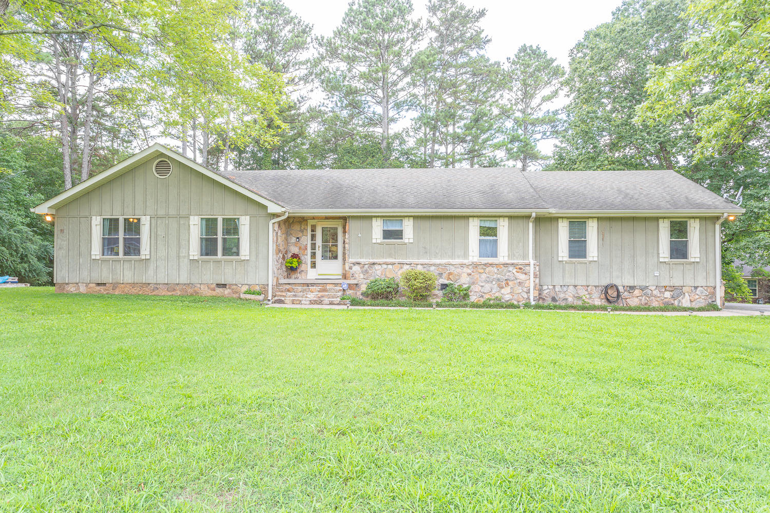 60 Middle View Dr, Ringgold, GA 30736