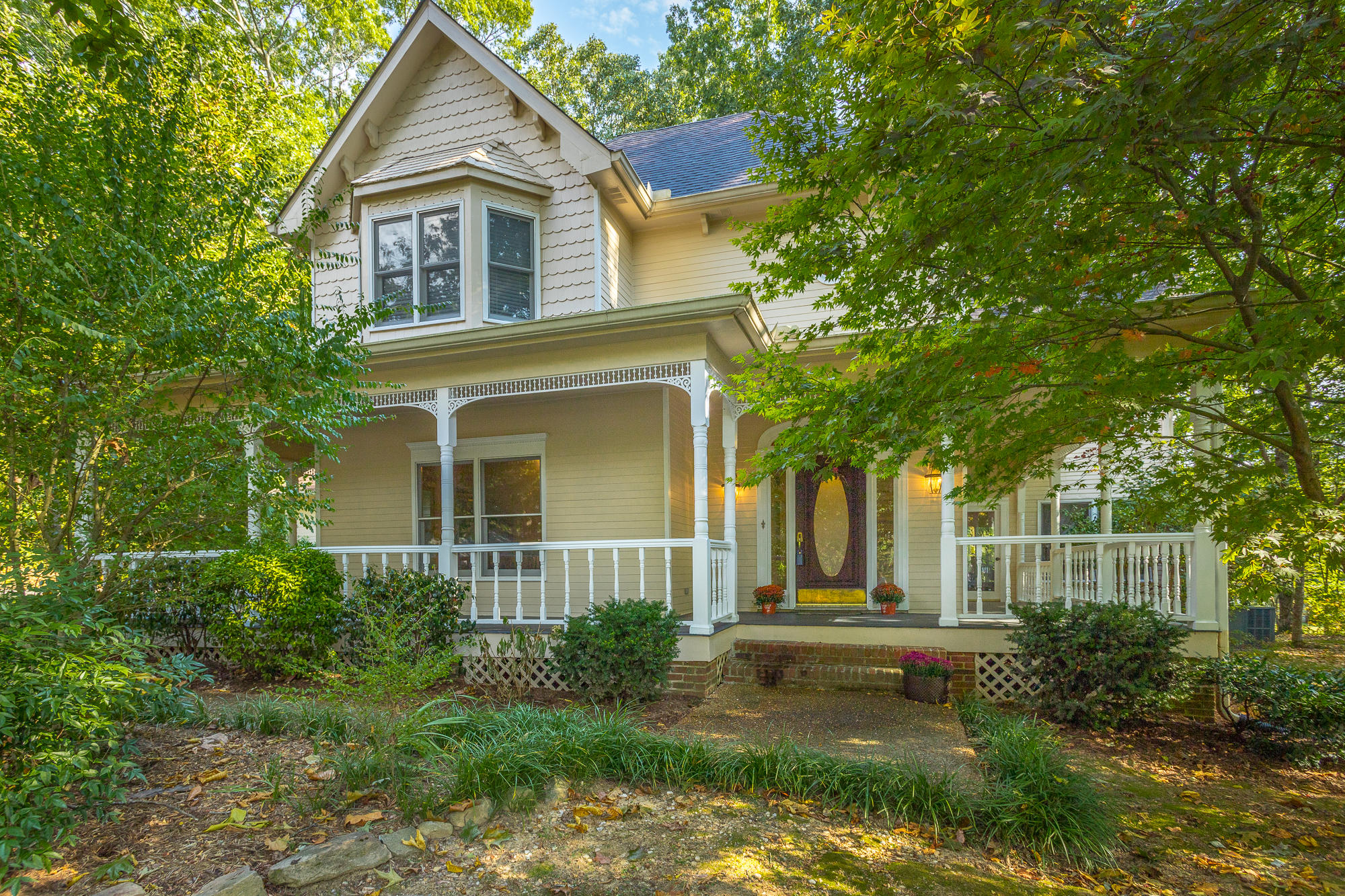 27 Cool Springs Rd, Signal Mountain, TN 37377