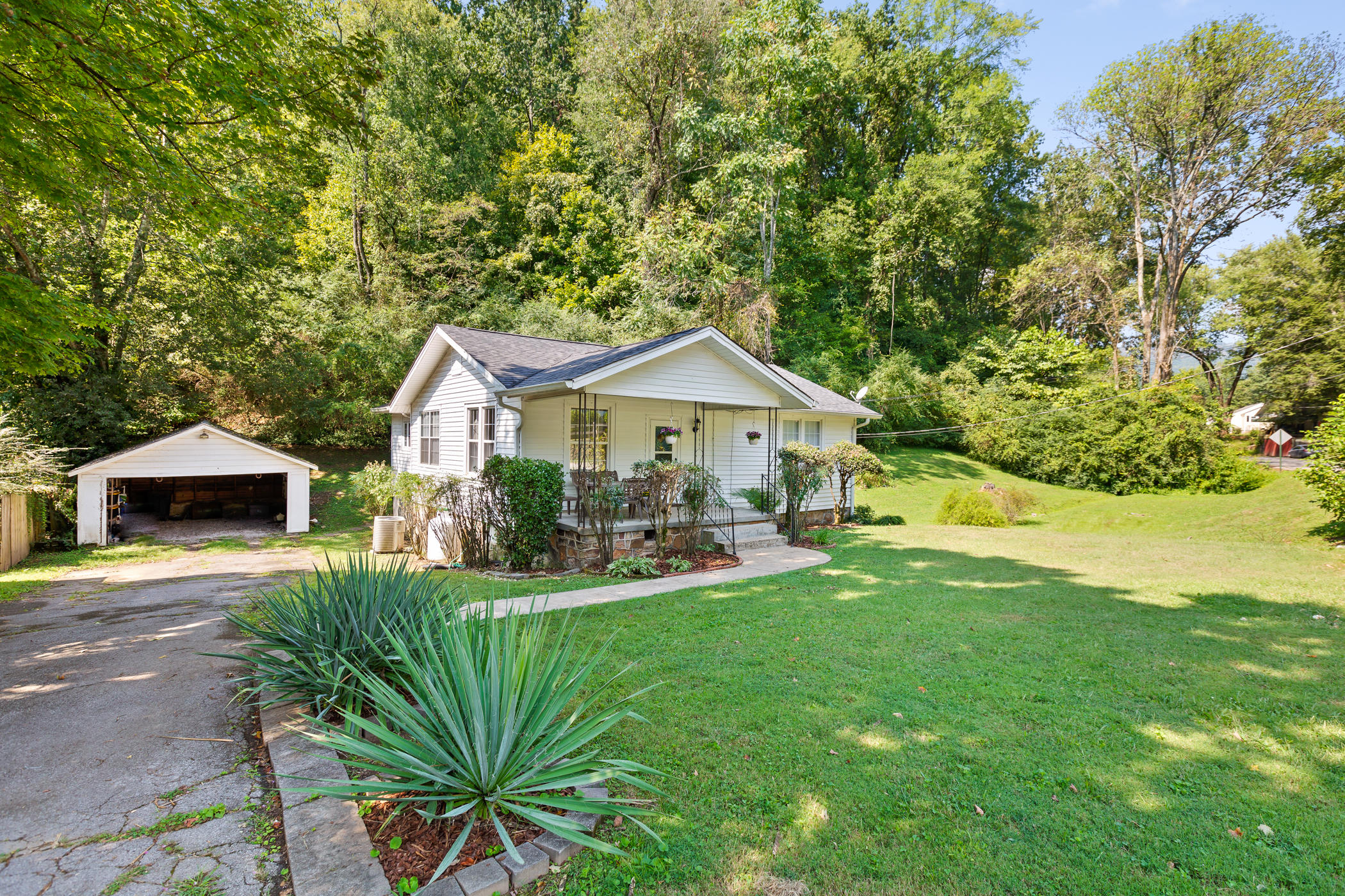 422 Reads Lake Rd, Chattanooga, TN 37415