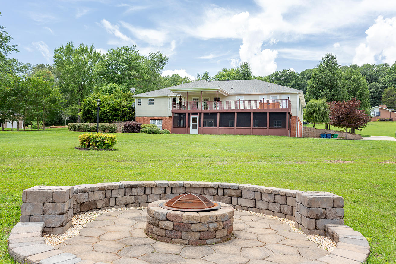2727 Thicket Rd, Soddy Daisy, TN 37379