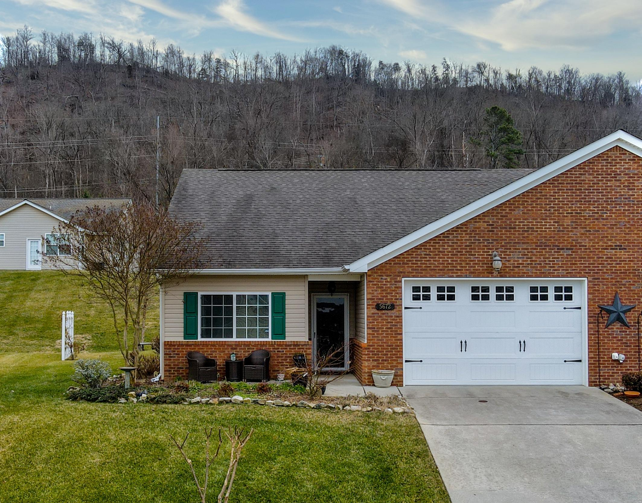 5672 Hickory St, Ooltewah, TN 37363