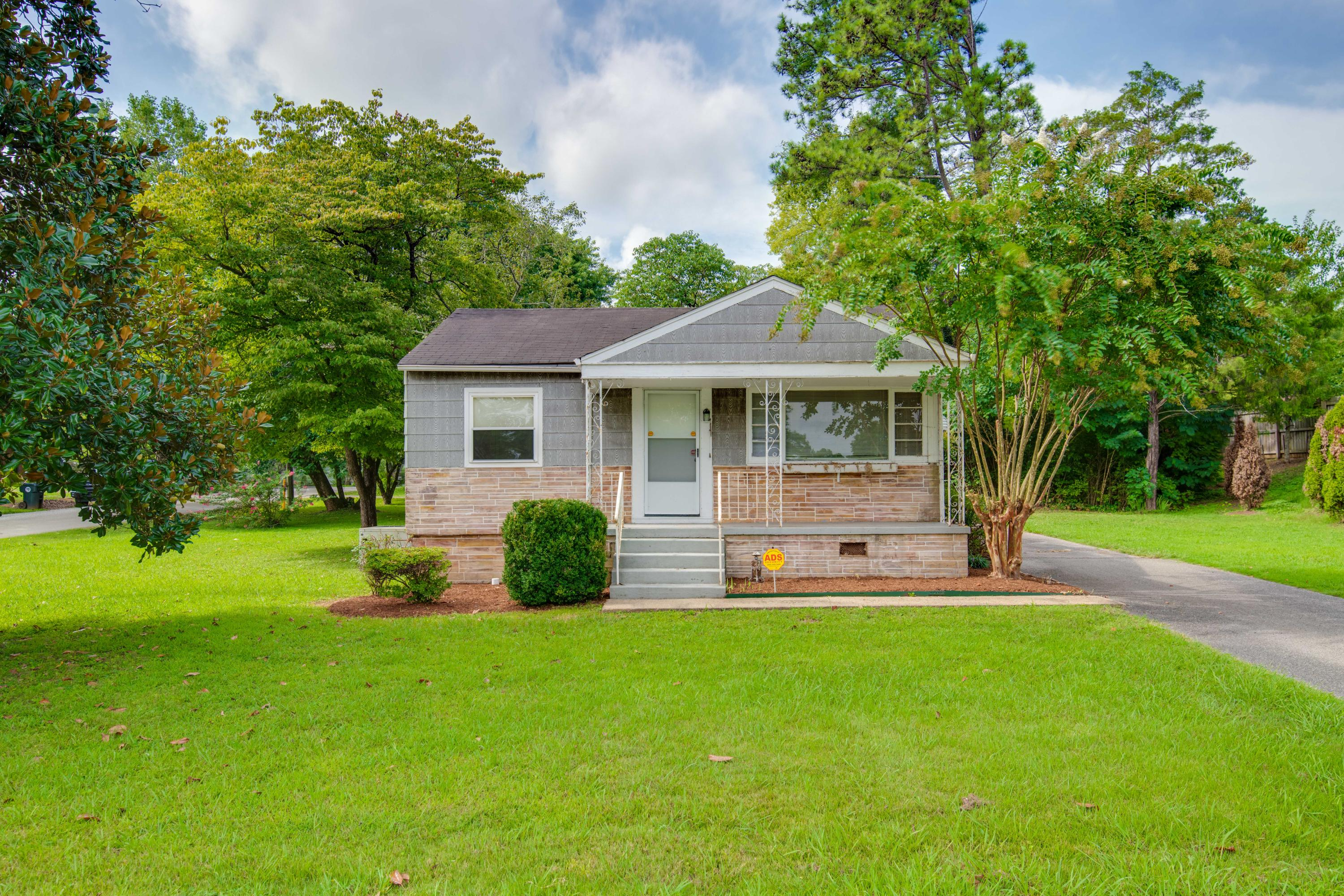 6522 Shallowford Rd, Chattanooga, TN 37421