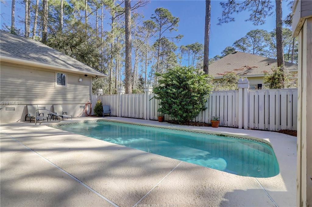 20 Strawberry Hill Rd, Hilton Head Island, SC 29928