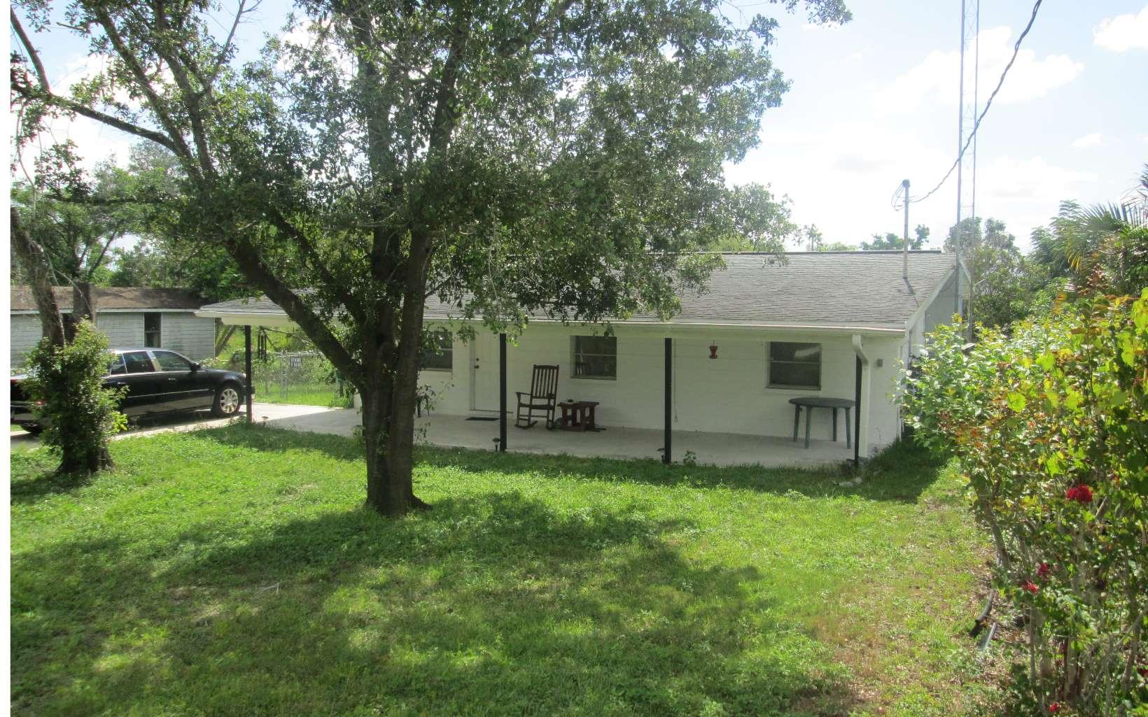 906 Fernglen Ave, Lake Placid, FL 33852