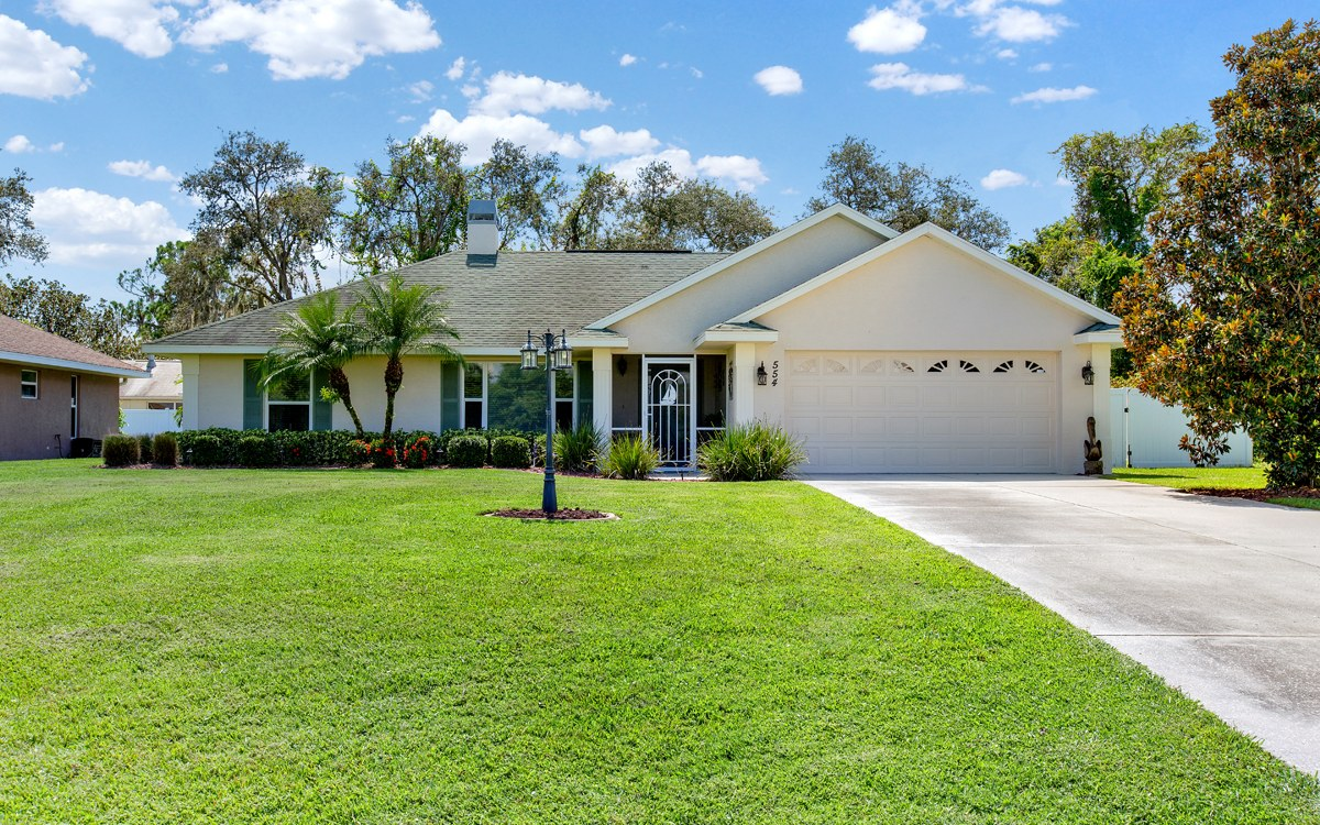 554 Lake August Dr, Lake Placid, FL 33852