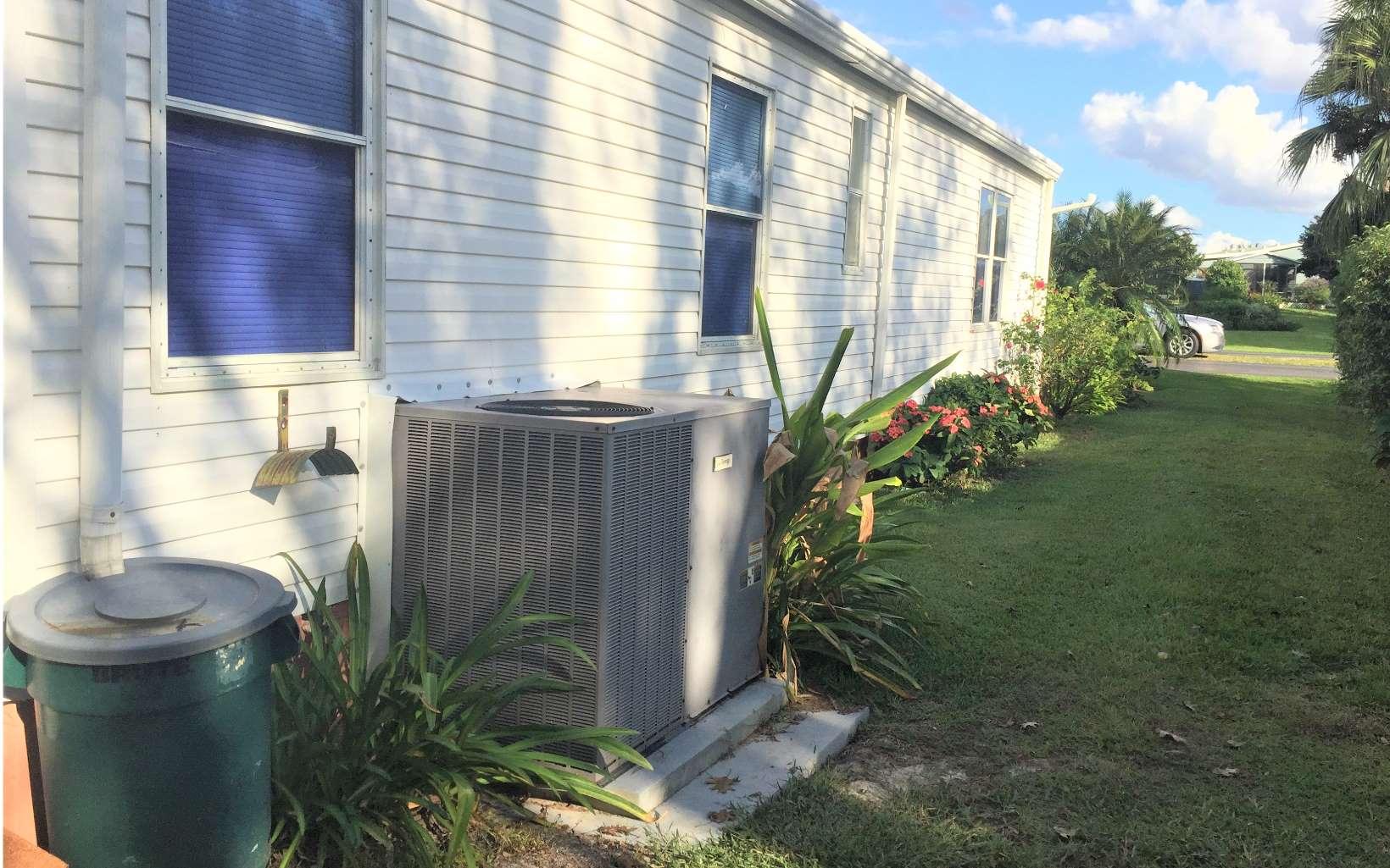 30 Venetian Pkwy, Lake Placid, FL 33852