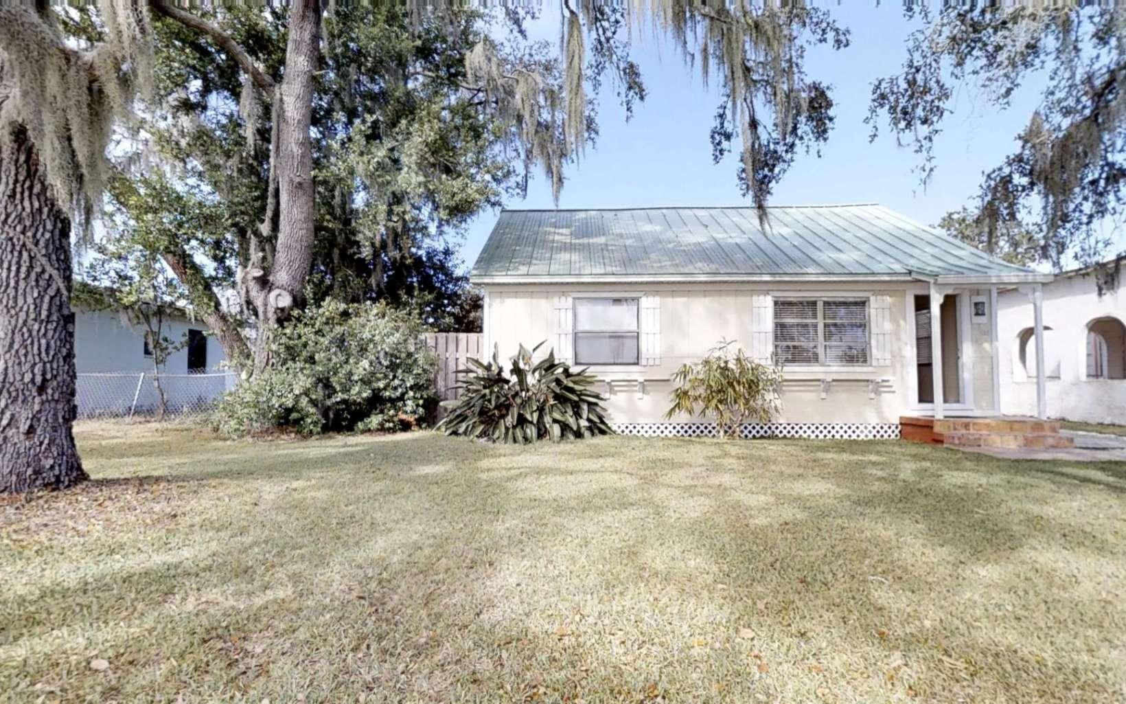 844 Woodlawn Dr, Sebring, FL 33870