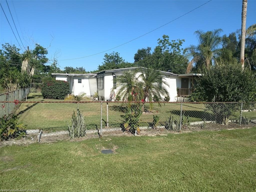 27 Palm Circle, Avon Park, FL 33825